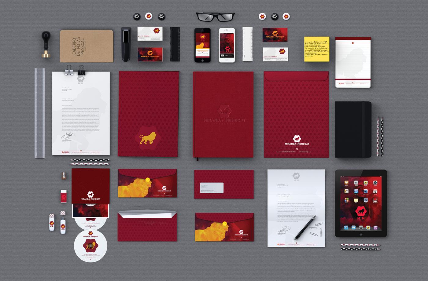 Portfolio - M&M Advogados - Branding - Identidade visual em uso na papelaria completa